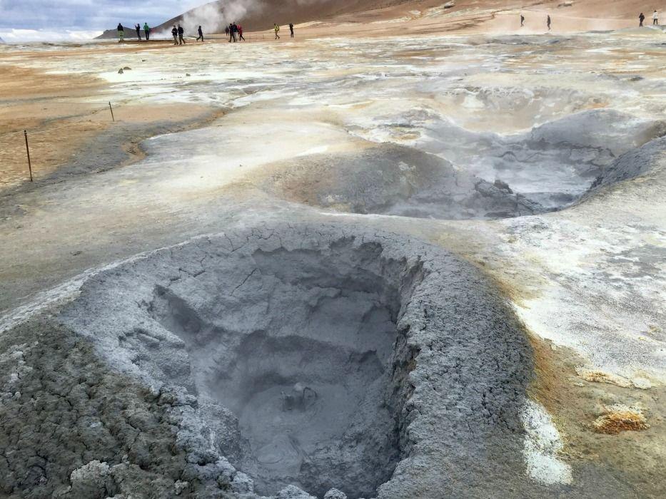 Iceland-ring-road-sulphur-springs