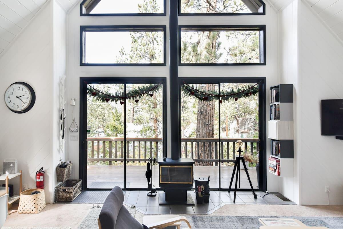 Scandinavian Big Bear Cabin